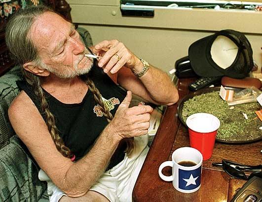 Willie Nelson fume de la beu