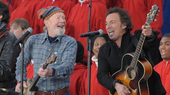 Pete Seeger & Springsteen sur les marches du Capitol