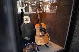 Martin D 18-E Kurt Cobain