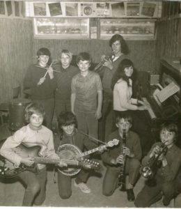 frank darcel orchestre de jazz collège Loudéac, 1970 en bas à gauche